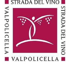The logo of Strada del Vino Valpolicella the association that promotes tourism in Valpolicella.