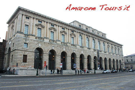 Anteprima Amarone took place inside Palazzo della Granguardia in piazza Bra, where the Roman amphitheater of Verona is.