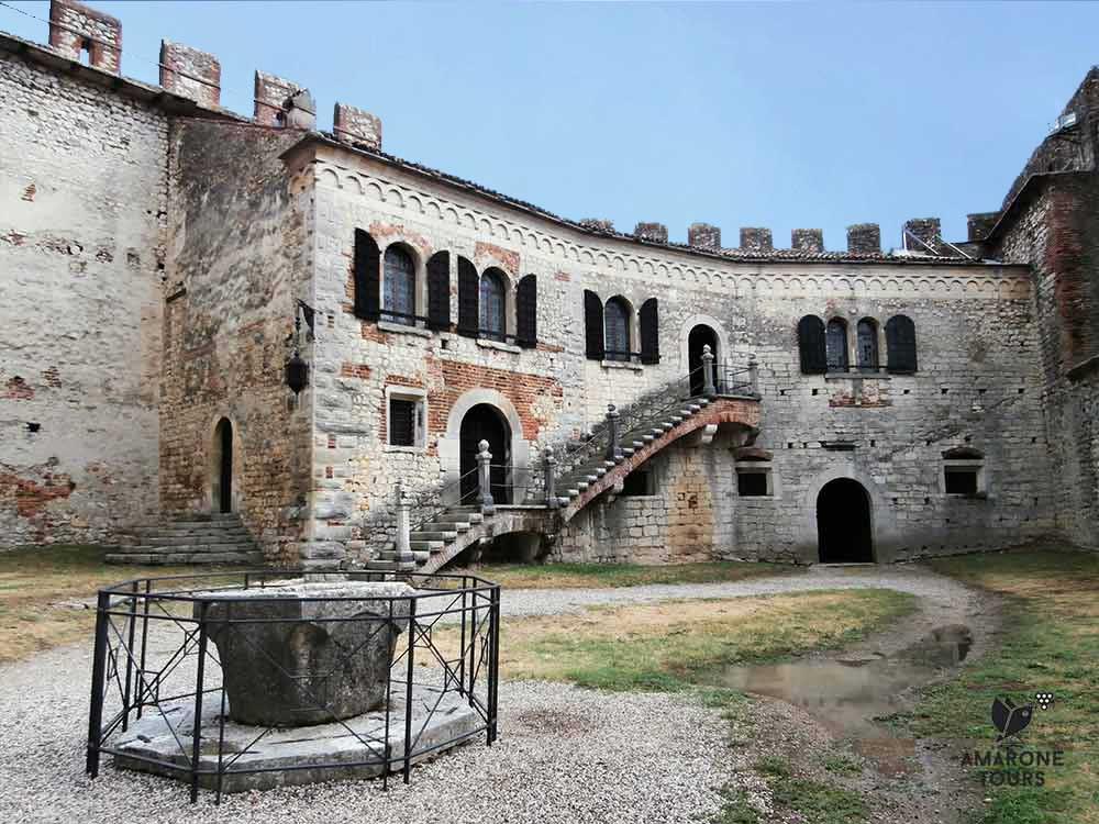The internal courtyard of Saove's castle