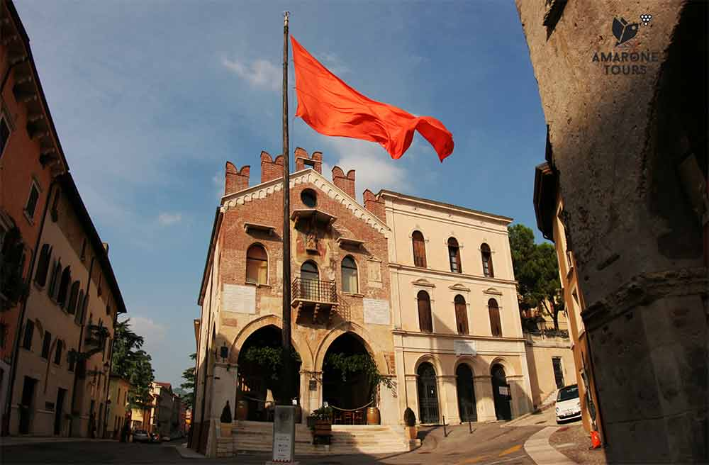 Soave, central square with flagpole